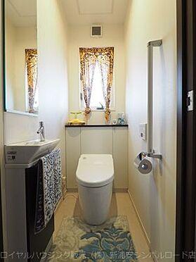 戸建賃貸-浦安市東野3丁目 窓付きの明るいトイレ。手洗い設備有り(2F)。