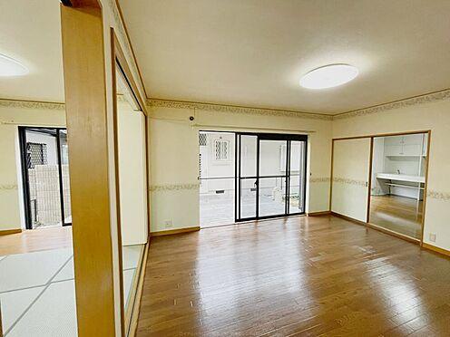 戸建賃貸-浦安市舞浜3丁目 リビングとダイニングを分けた使い方が可能な作りです。