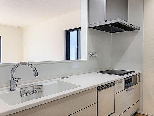 戸建賃貸-刈谷市半城土中町3丁目 タッチレス水栓、人造大理石一体型シンク採用でより快適なキッチン。家事の時短に食洗機付き。