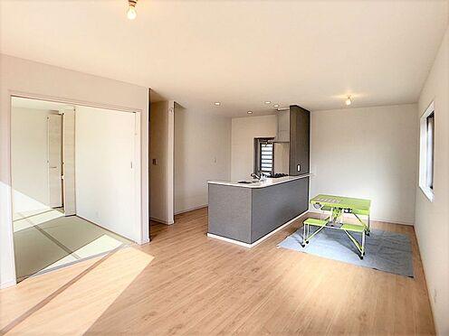 新築一戸建て-名古屋市名東区梅森坂3丁目 南向きで日当たり良好!暖かな日差しが室内に差し込みます。