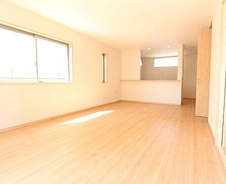 新築一戸建て-大和高田市大字有井 リビングの様子を見守りながらお料理をお楽しみ頂けるカウンターキッチンを採用しました。(同仕様)