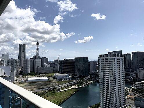中古マンション-横浜市神奈川区栄町 横浜のシンボル「ランドマークタワー」を望むことができます。