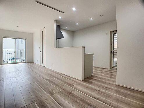 新築一戸建て-豊田市千足町1丁目 約17.8帖の広々リビングです!どこに家具を置こうか考えるだけでワクワクしますね♪