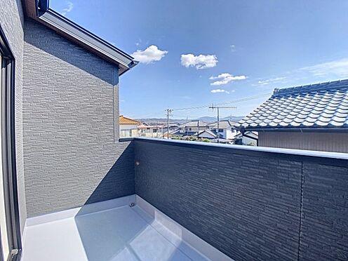 戸建賃貸-名古屋市緑区鳴丘2丁目 陽当たりのいいバルコニー、洗濯物も沢山干せますね。(同仕様)