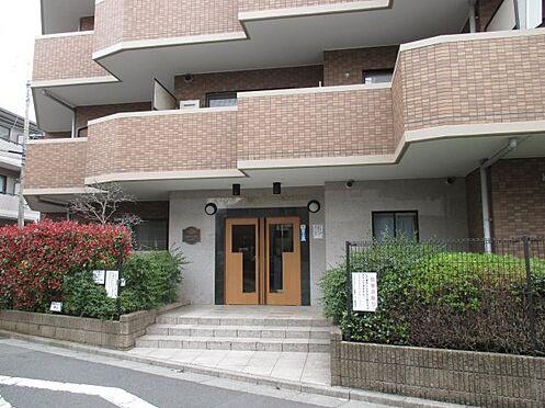 区分マンション-八王子市大塚 広々としたエントランスが開放感を演出します。