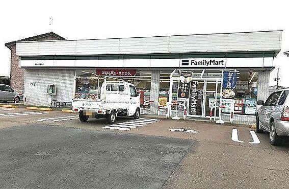 アパート-新発田市中曽根町3丁目 ファミリーマート 新発田中曽根店(825m)