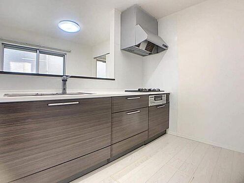 中古一戸建て-豊田市堤町上町 食器棚・冷蔵庫など置いても作業スペースは十分に確保できる広さです。
