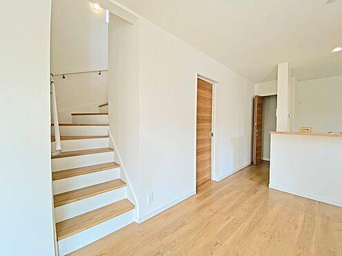 新築一戸建て-日野市西平山2丁目 コミュニケーションのとれやすいリビングイン階段。