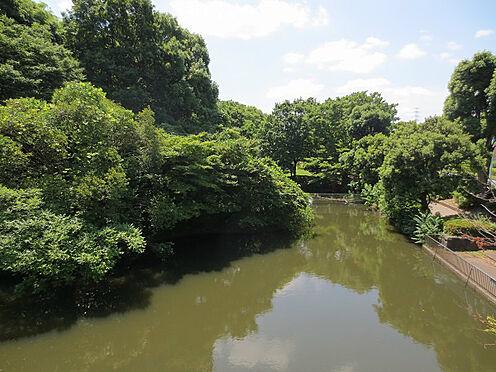 中古マンション-多摩市貝取2丁目 瓜生緑地。約320m、徒歩約4分。