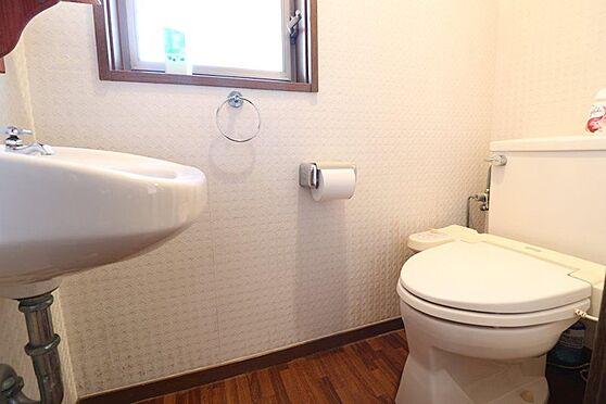 中古一戸建て-多摩市唐木田1丁目 手洗い場付きで窓もついておりとても明るいトイレ