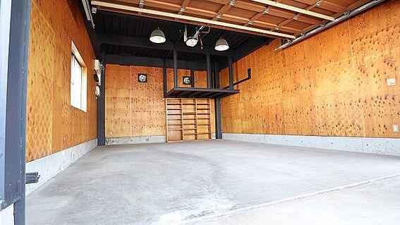ビル(建物全部)-和歌山市築港5丁目 車庫