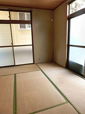 アパート-横須賀市粟田2丁目 2面採光の和室。