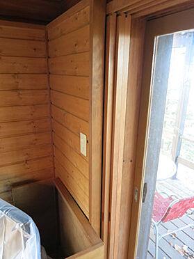 中古一戸建て-北佐久郡軽井沢町大字長倉 ふすまを収納できる造りになっているので窓がスッキリします