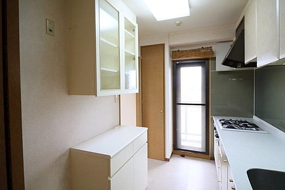 中古マンション-八王子市別所1丁目 キッチン側にもバルコニーが有る明るいキッチンです。