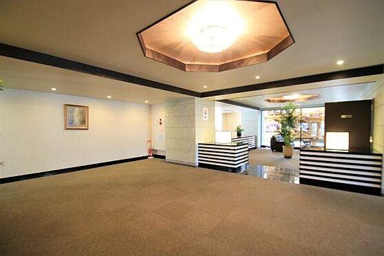 リゾートマンション-熱海市清水町 ロビー:マンションに一歩入れば、外の喧騒は嘘のように静かなロビースペース。
