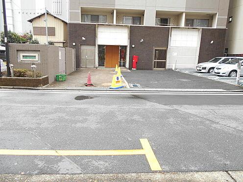 マンション(建物一部)-志木市本町5丁目 接道部分から奥行きのある余裕のアプローチ