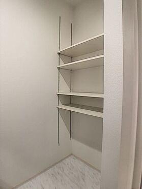 中古一戸建て-豊田市前林町隅田 洗面室にも可動棚付きの収納ございます。家族分のお着替えやタオルをしまっていただけます。