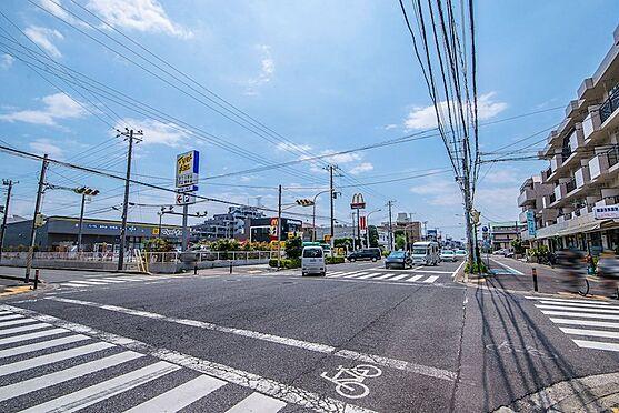 アパート-浦安市富士見2丁目 飲食店や商店が多く集まっている大三角線まで徒歩3分。