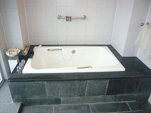 中古マンション-熱海市伊豆山 温泉が楽しめる広い浴室