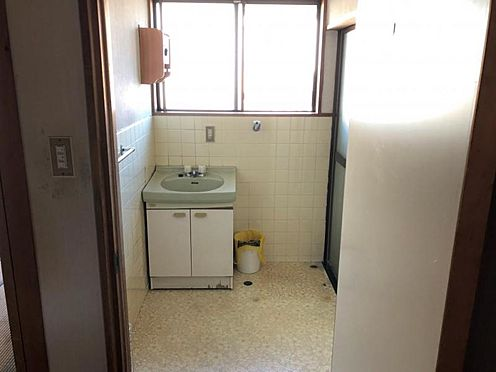 戸建賃貸-知多郡武豊町字山ノ神 大きな窓がついた洗面室!