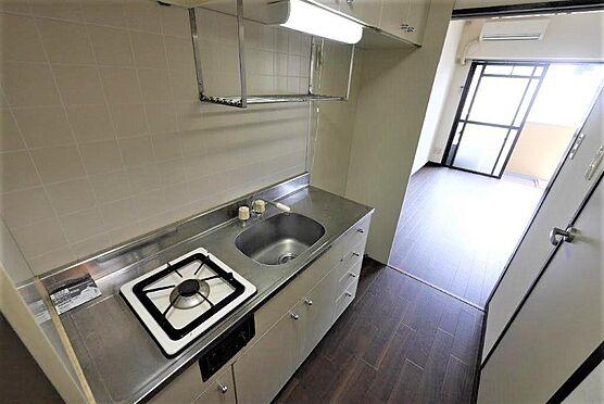 マンション(建物一部)-北九州市八幡西区陣原2丁目 収納の多いキッチンです。余分な物を置かなくて良いのでキッチンがすっきり使えます。
