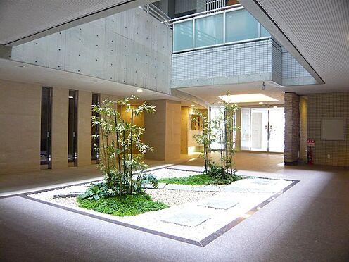 区分マンション-横浜市神奈川区栄町 日本庭園を彷彿とさせるエントランスロビー