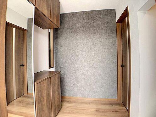 戸建賃貸-一宮市木曽川町門間字筋違 木を基調としたおしゃれな玄関!SCL付きなので収納豊富です!