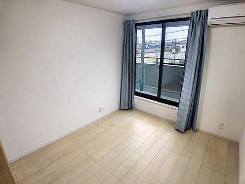 中古一戸建て-豊田市平山町5丁目 シンプルな洋室は、家具の邪魔をしないのでインテリアにこだわりたいお客様にお勧めです。どんな家具を置くか考えるのが楽しくなりますね♪