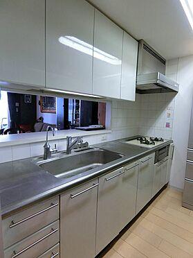 中古マンション-横浜市神奈川区栄町 ゆとりあるキッチンは便利な2WAY導線
