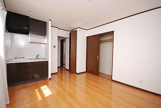 店舗付住宅(建物全部)-さいたま市北区日進町3丁目 2階の居室は、それぞれに独立キッチン、トイレ、浴室が設置されています。とてもプライベートな空間にすることが出来ます。シェアハウスとしてもご利用できます。