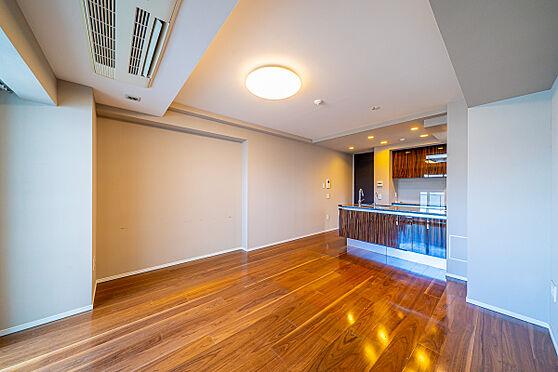 区分マンション-新宿区南元町 リビング家具・什器等は売買価格に含まれません。