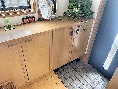 戸建賃貸-岡崎市井田町字西田 玄関横にシューズボックスがついているので、片付いた玄関がキープできます