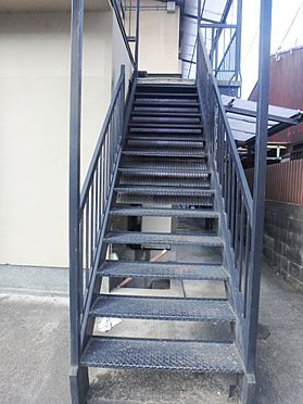 アパート-京都市伏見区深草大亀谷西寺町 2Fへの階段