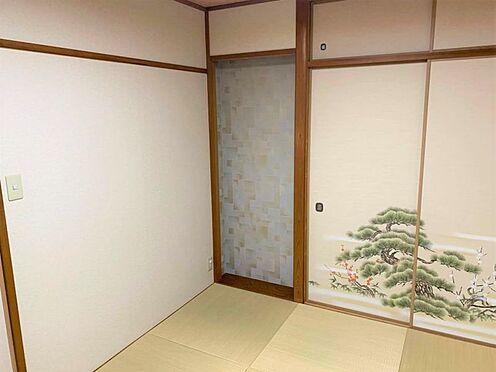 区分マンション-稲沢市祖父江町祖父江北川原 リビング横にある和室なので、来客用・お子様の遊び場としても使用できます