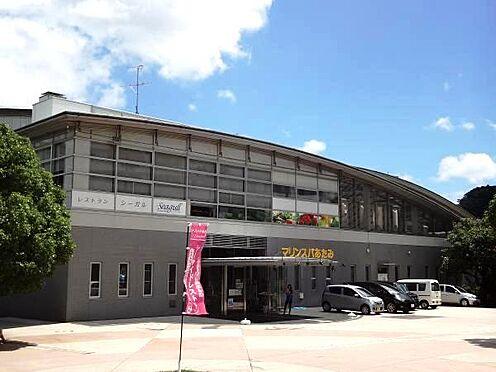中古マンション-熱海市熱海 マンションを海方向におりていけば「一年中水着で遊べる南国リゾートマリンスパ熱海」があります。
