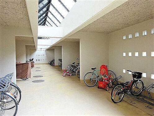 マンション(建物一部)-神戸市須磨区北落合6丁目 明るく広々とした駐輪スペースあり