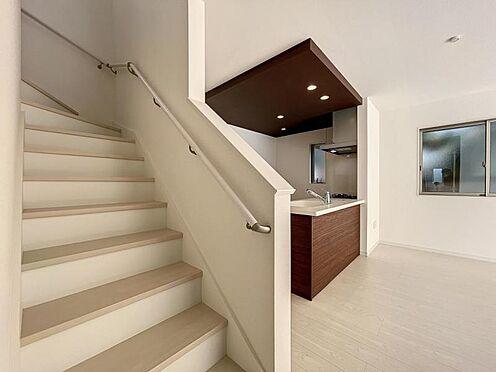 戸建賃貸-名古屋市中川区万場2丁目 キッチン横には家族が集うリビング階段♪