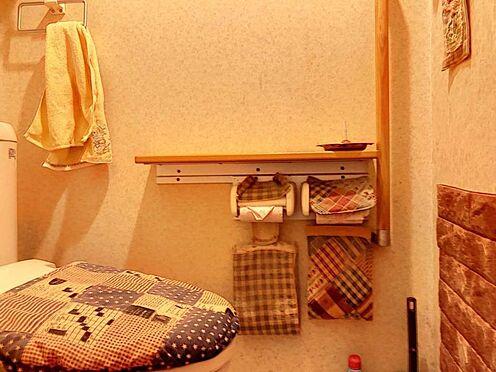 中古一戸建て-岡崎市上地1丁目 トイレは各階に一つずつございます♪