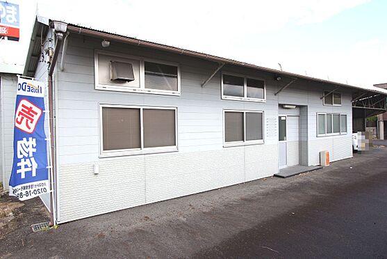 中古一戸建て-橿原市十市町 事務所利用も可能な別棟がございます。奥には2台分の屋根付き駐車スペースも確保しております。