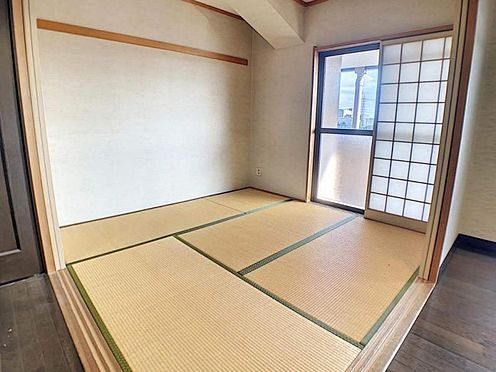 区分マンション-豊田市下市場町8丁目 リビングに隣接した和室です。