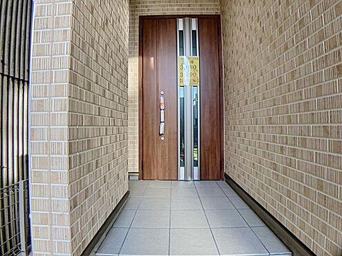 新築一戸建て-名古屋市天白区野並1丁目 玄関上にお部屋があるので雨に打たれる心配なくお家に入れます♪