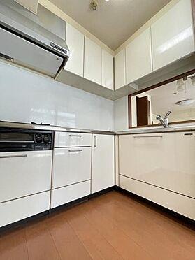 区分マンション-福岡市城南区別府4丁目 L字型で吊戸棚のあるキッチンです♪
