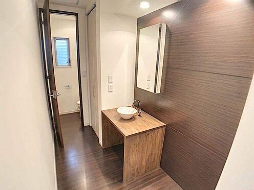 中古一戸建て-名古屋市北区八代町1丁目 シンプルでおしゃれな洗面洗面台横には収納スペースがございます。