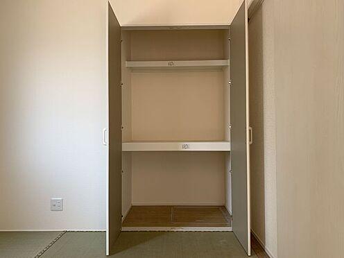新築一戸建て-西尾市伊藤2丁目 和室に押し入れ、洋室にクローゼットとファミリー向けならではの収納力。
