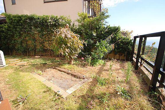 中古一戸建て-熱海市伊豆山 スペースを有効活用したお庭。陽当りも良く家庭菜園をお楽しみ頂けます。
