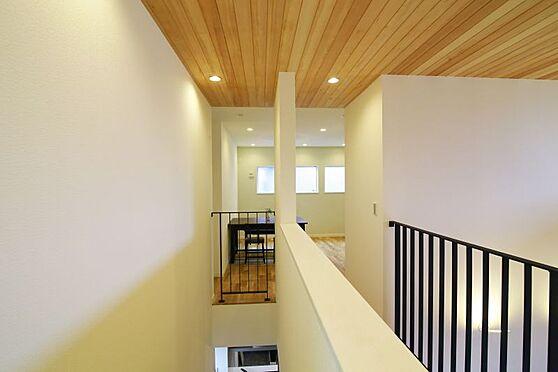 中古一戸建て-豊田市大林町10丁目 吹き抜けを中心とした開放的な空間。全体が明るく風通しの良い家となっています。