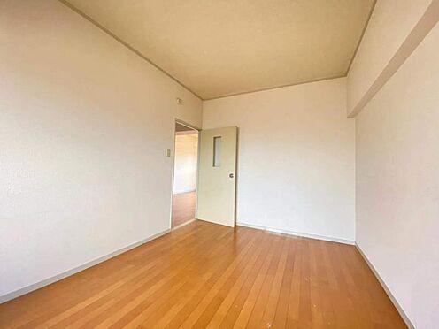 区分マンション-東海市養父町北反田 約6.5帖の広々とした洋室はフローリングでお掃除も楽々!