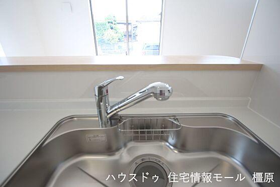 戸建賃貸-磯城郡田原本町大字千代 水栓一体型の浄水器を設置。場所を取らずにきれいな水がいつでも利用できます