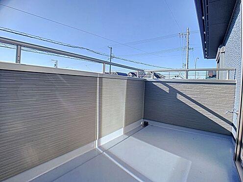 新築一戸建て-西尾市住崎2丁目 広々とした南面バルコニー、洗濯物もよく乾きます。