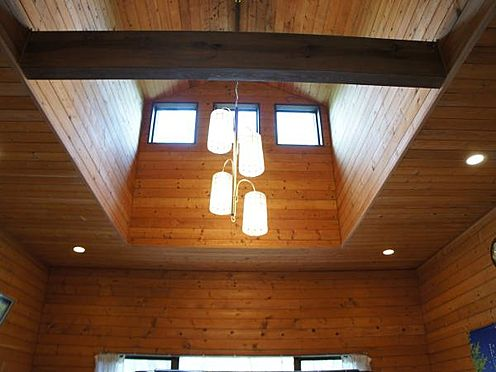 中古一戸建て-北佐久郡軽井沢町大字長倉 吹き抜け部分が特長の別荘です。